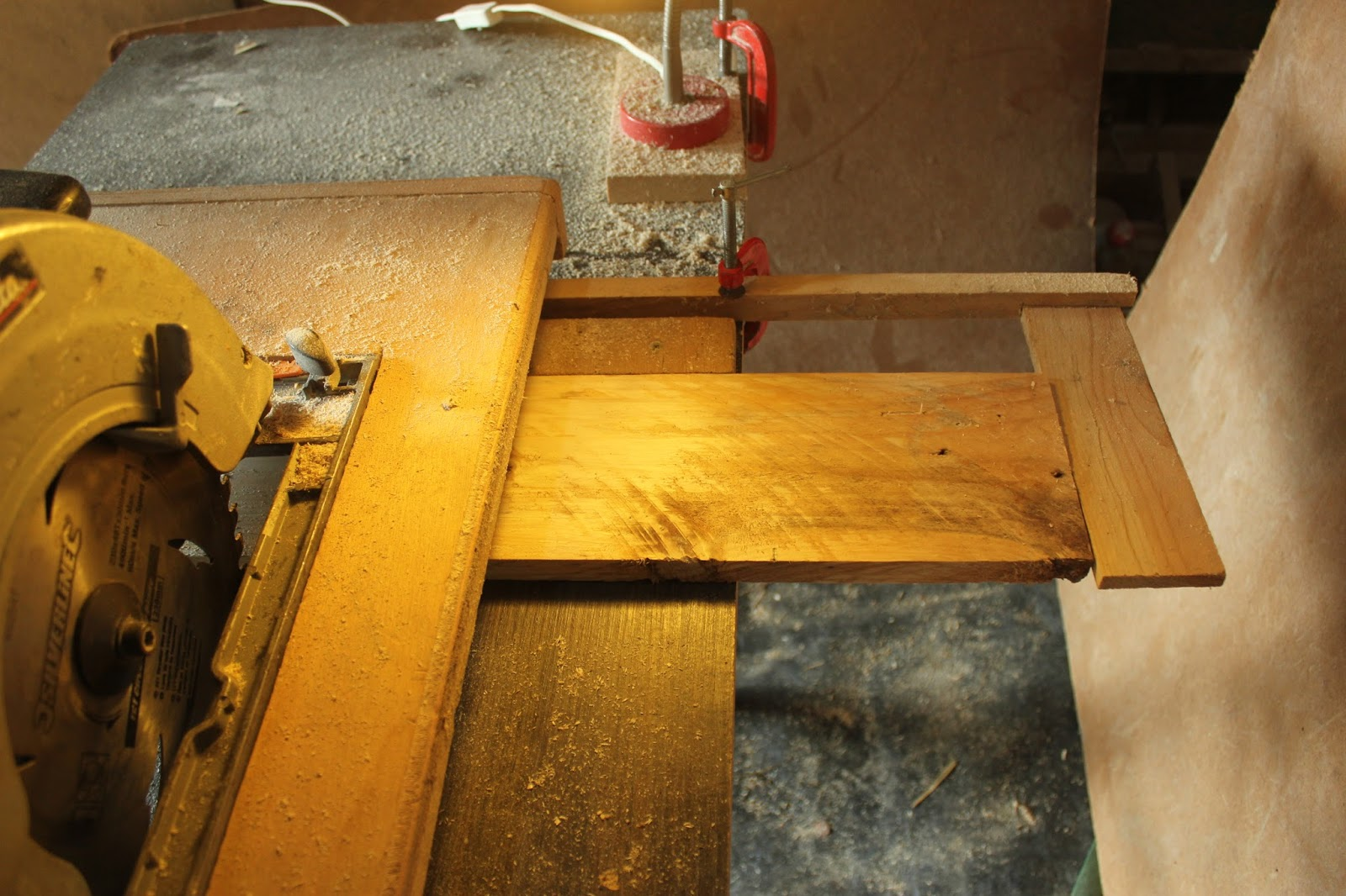 Another saw stop design for crosscut saw table
