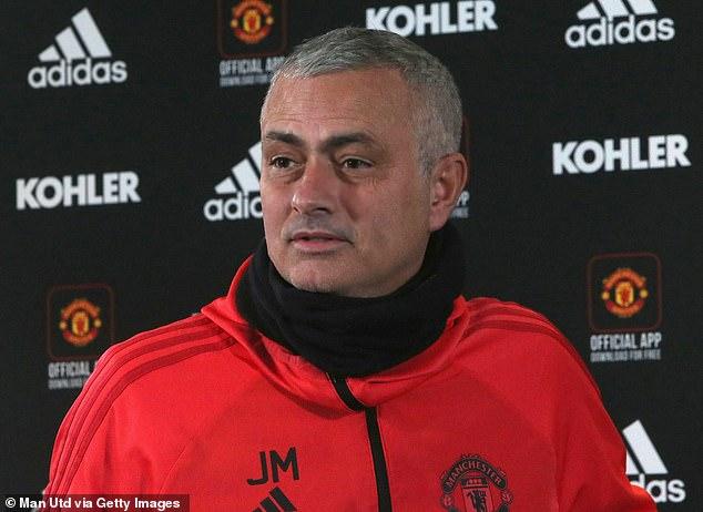 Mourinho đặt mục tiêu khó trước năm mới