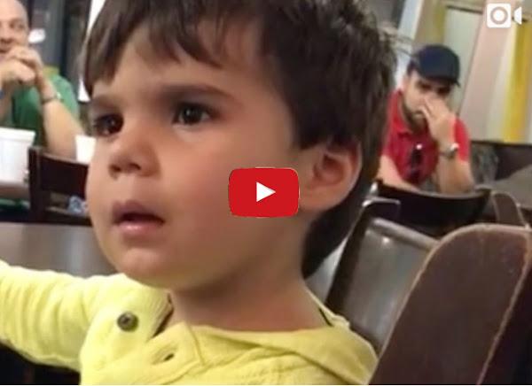 Hijo de Luis Chataing viendo a Nicolás Maduro en cadena