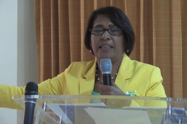 EN SAN JUAN...Primitiva Medina exige solución a problemas de profesores