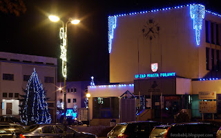 http://fotobabij.blogspot.com/2015/12/puawy-noca-budynek-urzedu-miasta.html