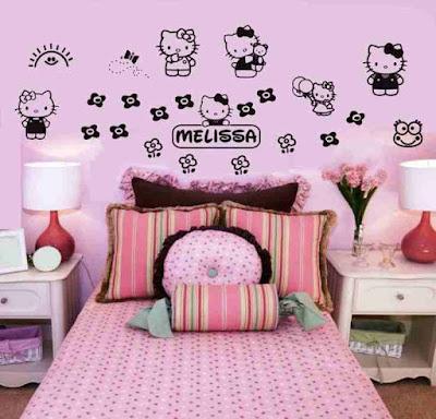 Gambar tokoh kartun pada kamar anak perempuan