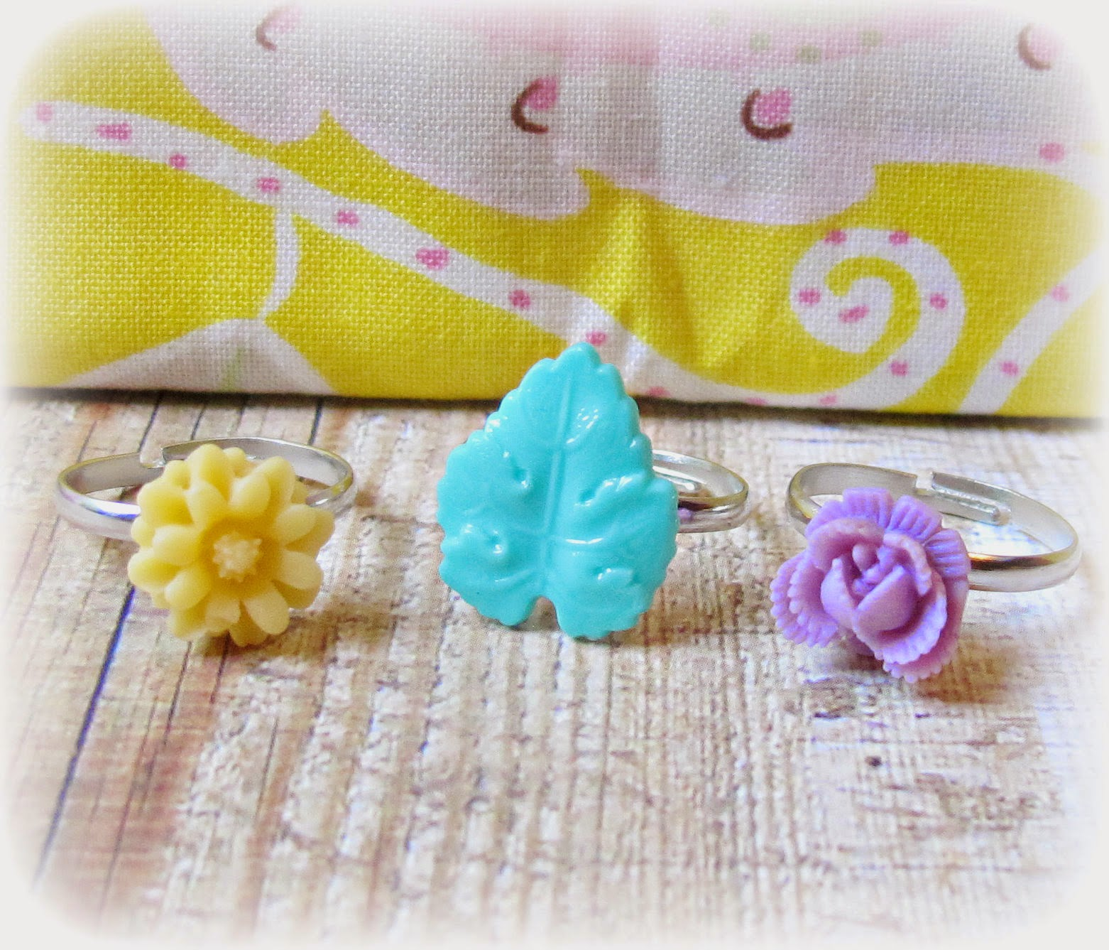 image agnieszka ring set children's jewellery jewelry two cheeky monkeys cream yellow green mint lilac purple rose flowers leaf