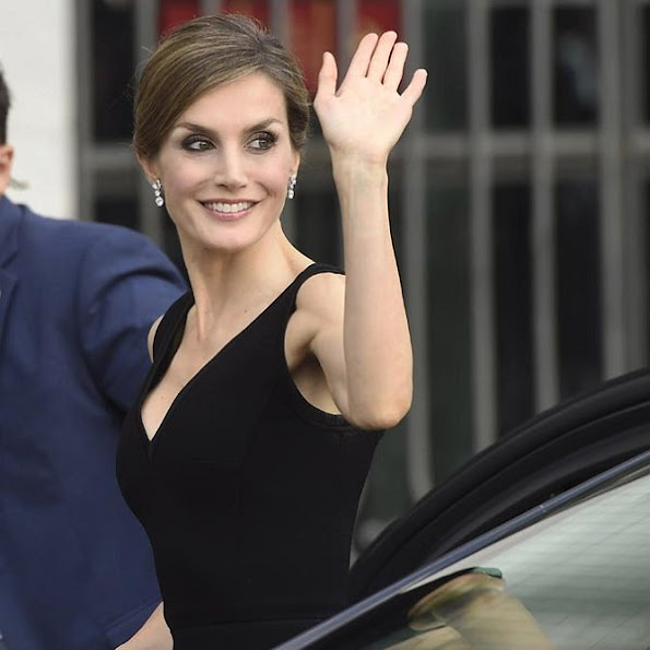 Queen Letizia of Style new dress, Prada shoes, Caroline Herrera dress, Hugo Boss dress