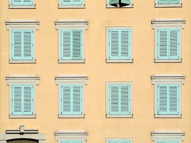 Facade of pale green windows, via Castelli, Livorno