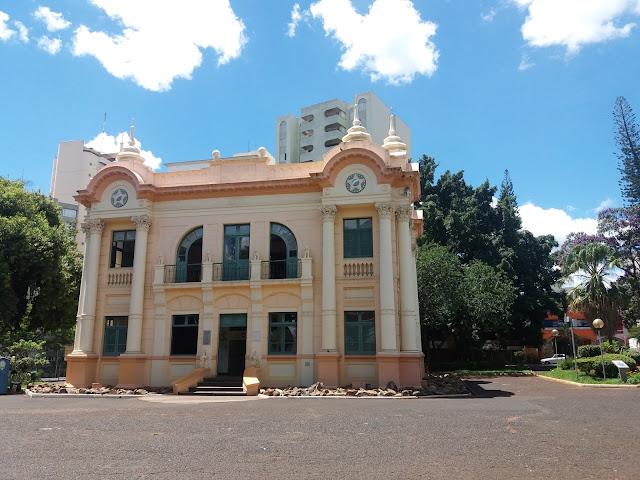 Palácio dos Leões na Praça Clarimundo Carneiro em Uberlândia/MG