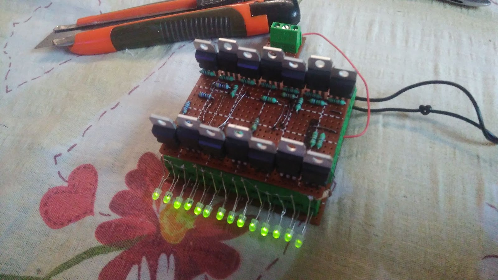 Nicu Florica Niq Ro Scari Luminate Inteligent Circuit Pic16f628 Rf Remote Buton 433mhz Button Ps Aici Este Fisierul Hex Pentru Atmega8a Cu Oscilator Intern Ps2 Am Realizat Si Eu Un Montaj Scris Programior 16 Trepte Functionare