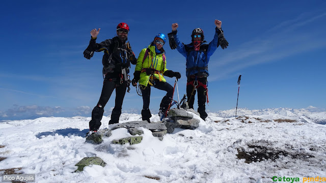 Ascensión Invernal al Pico Agujas por el embudo o corredor izquierdo en San Isidro