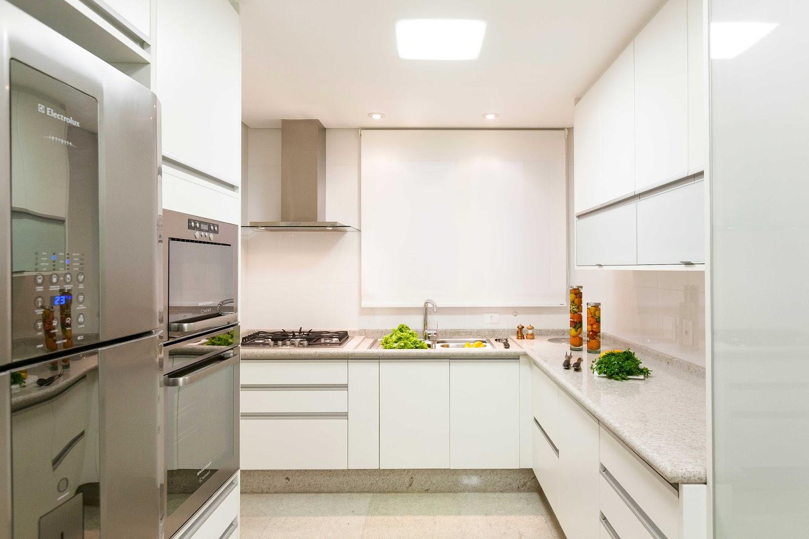 Cozinha com bancadas da cuba e de preparo de granito branco itaúnas #AD6E1E 1600 1066