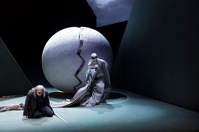 Wagner: The Ring - Vitalij Kowaljow (Wanderer), Christa Mayer (Erda) (Photo © Klaus Gigga)