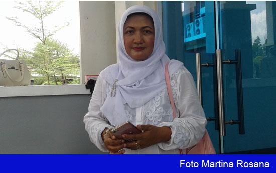 SANTAI : Sekretaris Ikatan Guru Taman Kanak Kanak untuk Kabupaten Kubu Raya  menggelar Manasik Haji khusus untuk anak anak TK Se Kabupaten Kubu Raya yang kali ini di gelar di Kantor halaman   siang tadi (9/9).