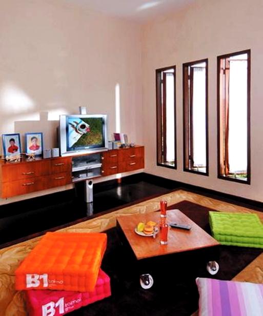 Demikianlah Artikel Gambar Dekorasi Ruang Tamu Kecil Tanpa Sofa Atau Kursi