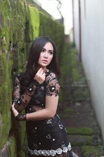 Cantik Devi dari Makassar Fotografi Foto model Igo lipstik