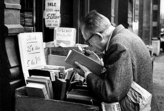 andre kertesz man reading