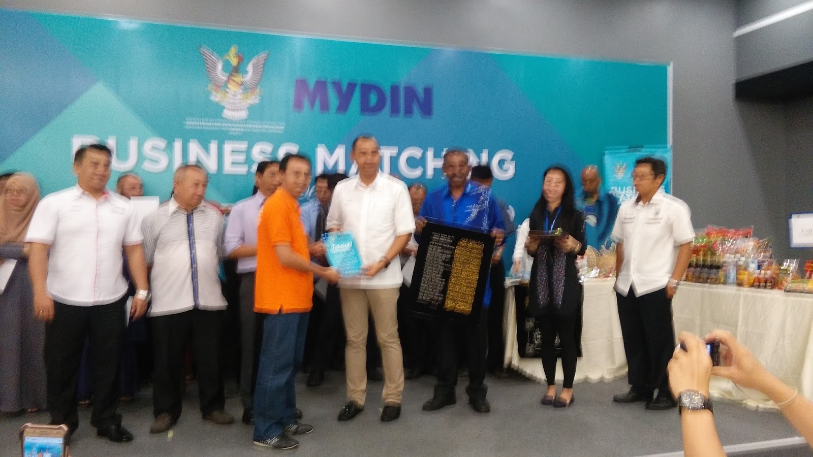 mydin business profile Mydin was founded in 1918 by gulam husen jamal, father to mydin mohamed in penang their first hawker business was started on 1940 however,.
