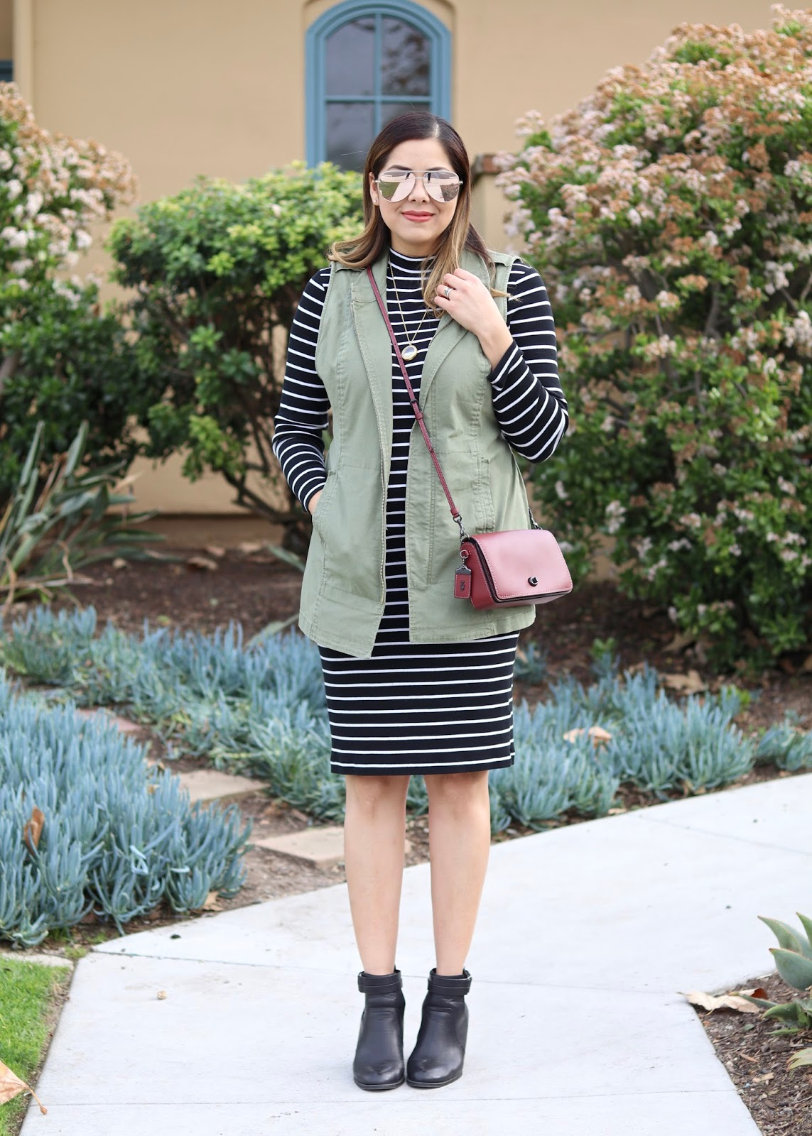 top san diego blogger, what to wear in san diego, earth toned outfit, H&M striped midi dress