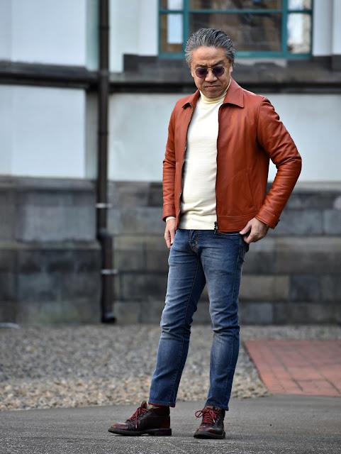 レザー ジャケットとデニムのスタイル