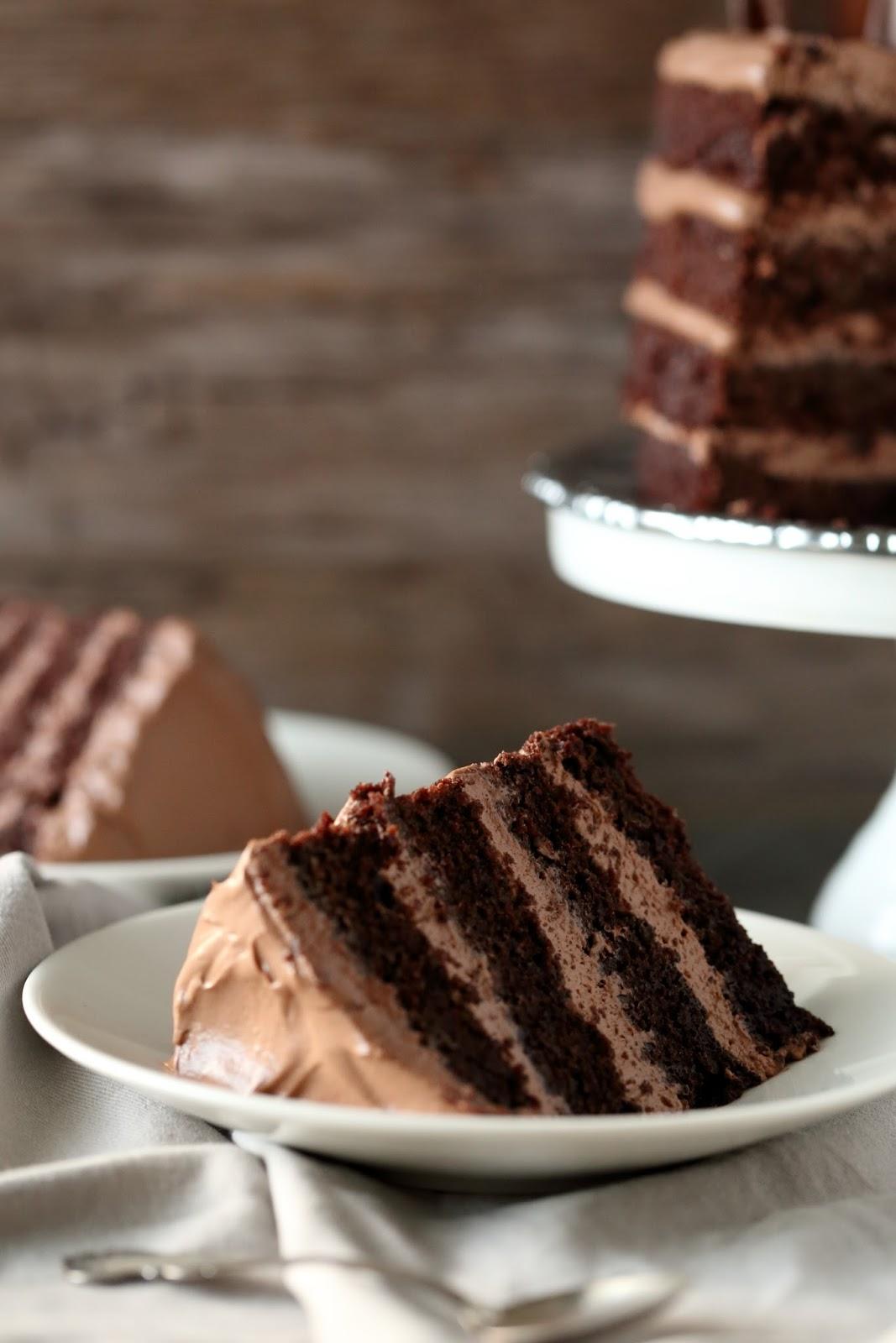 mehevä suklaakakku kaakaojauheesta