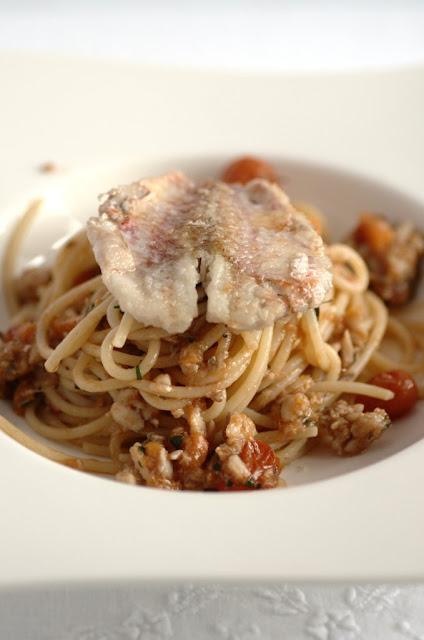 Spaghetti al sugo di triglia di scoglio