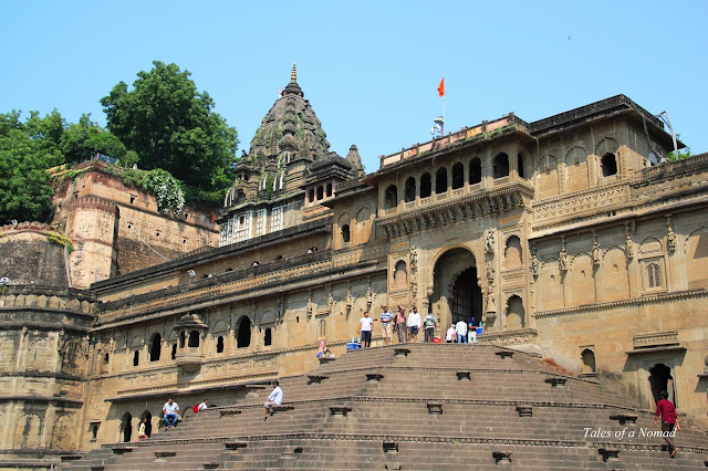 Maheshwar: Fort, Temples and Carvings by the Narmada