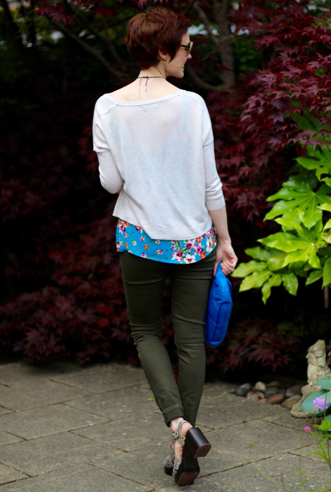Khaki jeans & turquoise florals | Cool Summer Outfit | Fake Fabulous