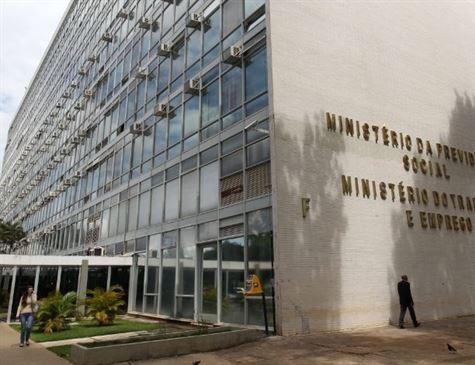 Especialistas, ministros e sindicatos criticam fim do Ministério do Trabalho