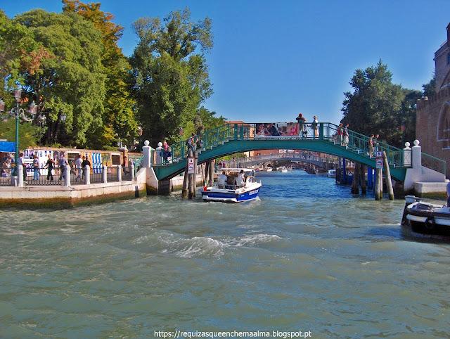 Canais, pontes, gôndolas, Veneza