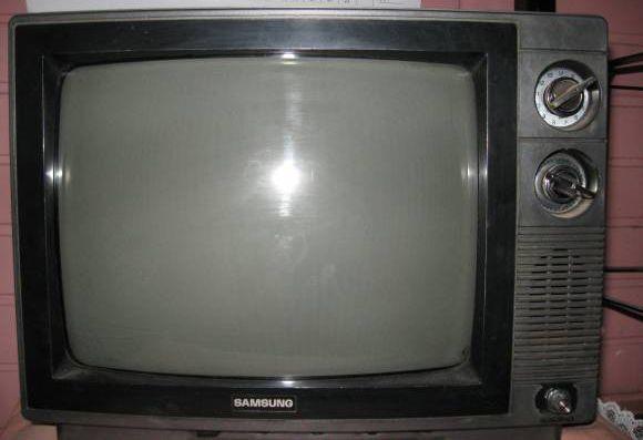 Descubren que apagar el televisor de un anciano soluciona los cortes de internet en una aldea de Gales