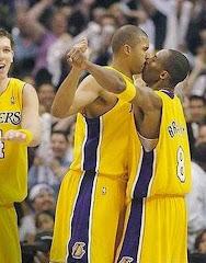 smešna slika: ljubljenje košarkaša