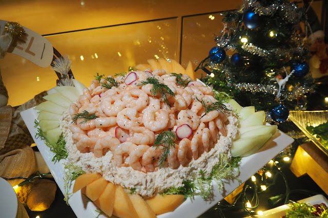 Cocktail Prawns And Crab Meat With Duo Melon