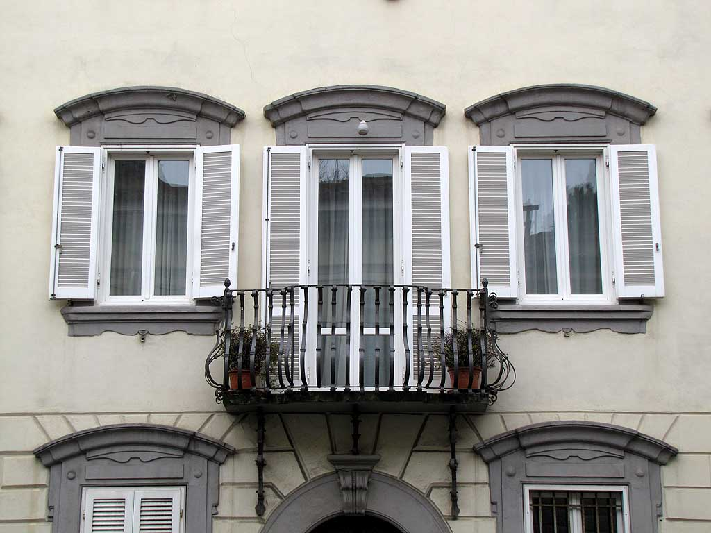 Balcony and windows, corso Mazzini, Livorno