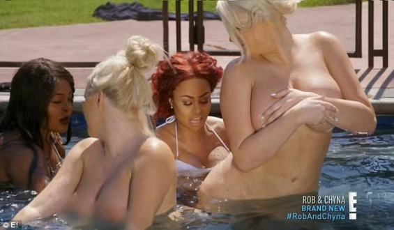 The Model Later Took To Her Mansions Swimming Pool To Show Some Twerking Stunts With Her Naked Pals See More Photos After The Cut