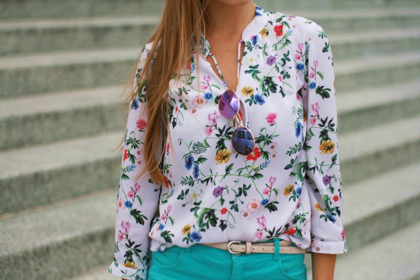 Elegant look: shorts & floral shirt | Szorty i kwiecista koszula w eleganckim wydaniu