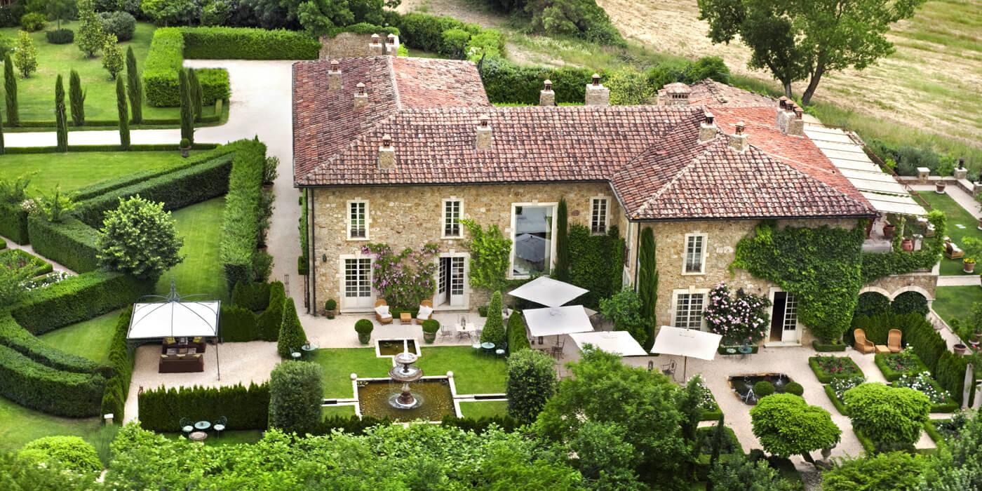 Breathtaking exterior image of the Italian villa Borgo Santo Pietro - found on Hello Lovely Studio