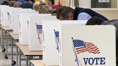 الأمريكيون يدلون بأصواتهم في انتخابات