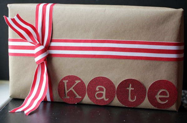 Gift wrapping with brown kraft paper