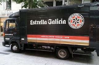 camión de reparto de la marca de cervezas estrella galicia