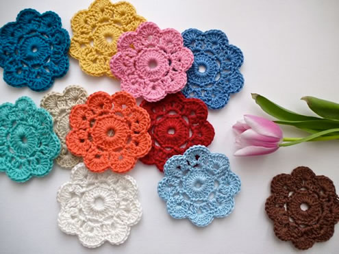 Easy crochet pattern: flowers (photo by: My Rosevalley) | Happy in Red