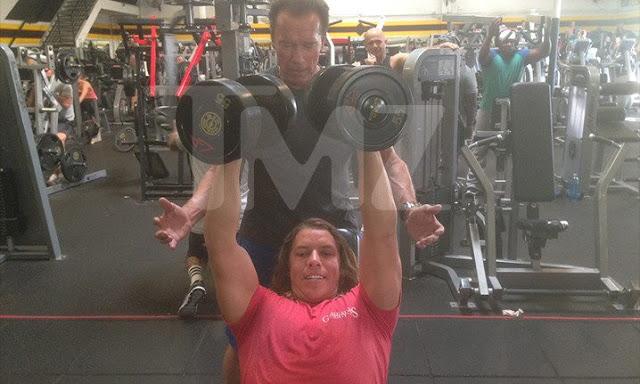 Ο Arnold Schwarzenegger με τον «τούμπανο» γιο του στο γυμναστήριο (ΦΩΤΟ)