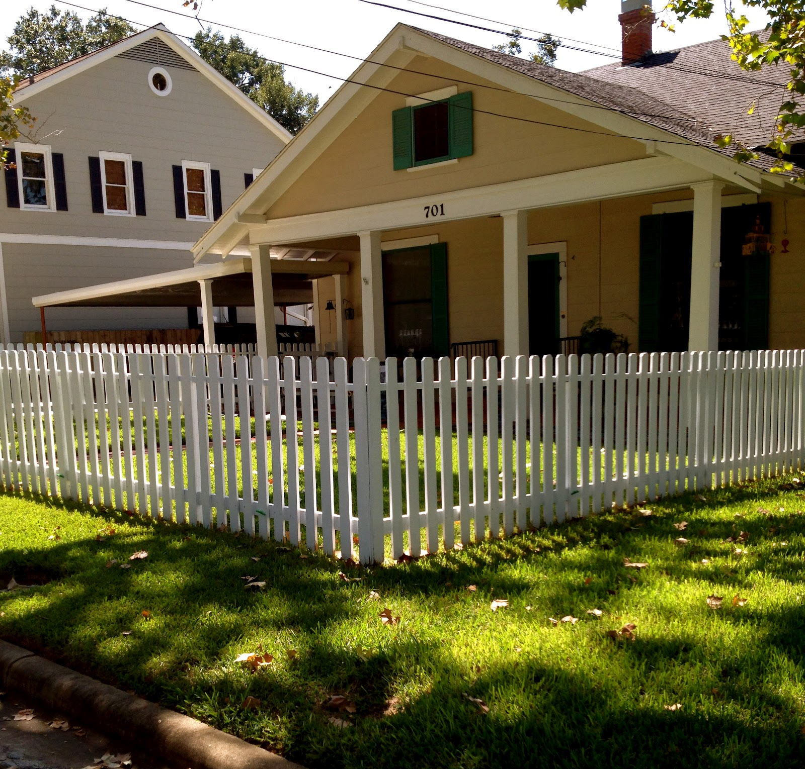the brenham house white picket fences in brenham texas. Black Bedroom Furniture Sets. Home Design Ideas