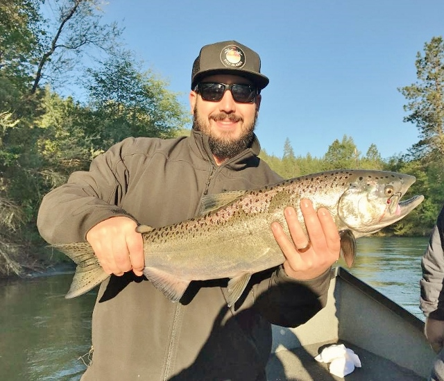 Rogue river fishing guides salmon and steelhead trips for Rogue river fishing