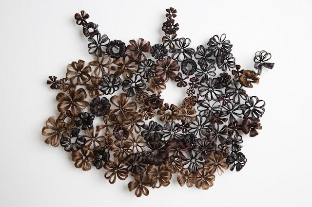 art textile contemporain, installations avec cheveux