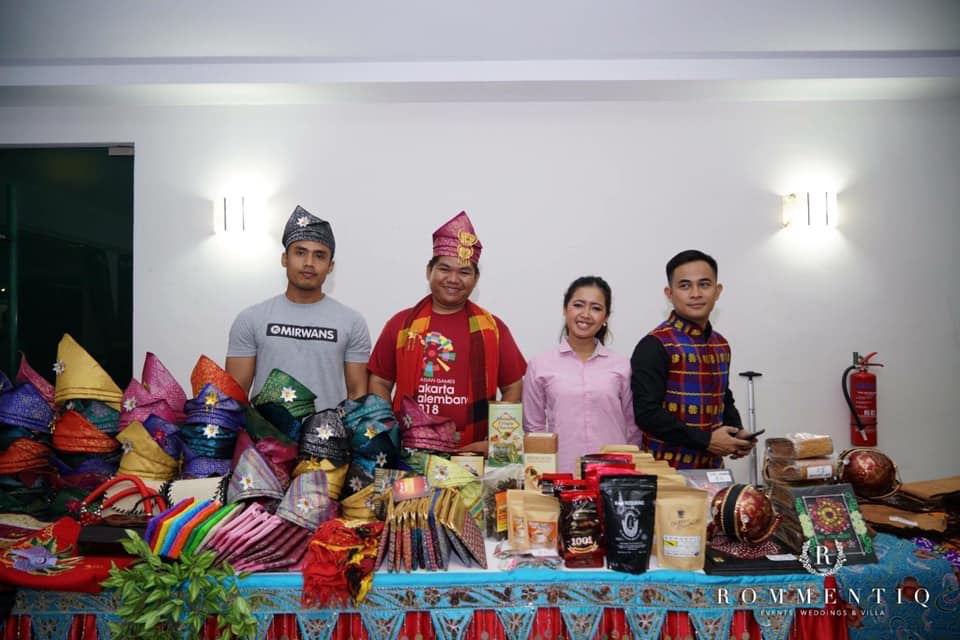 Anak Belitung Jual Tanjak di Singapura, Booth Belitung Paling Laris di Singapura, wira melayu singapura anugerah wira melayu, akar education, kedai akar com sg, pintar bahasa melayu, travel fair singapore 2018, travel fair singapore 2019, travel revolution fair 2018, travel revolution fair 2018 singapore, suntec travel fair 2018, natas fair 2018 singapore, upcoming travel fair 2018 singapore, travel fair singapore october 2018