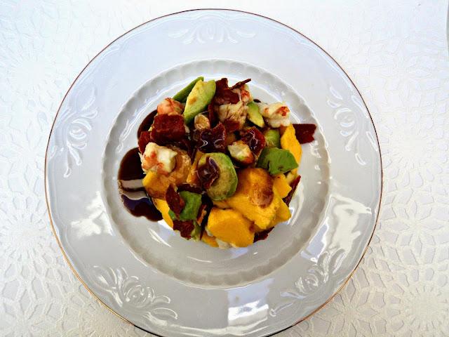 ensalada-mango-langostinos-servida