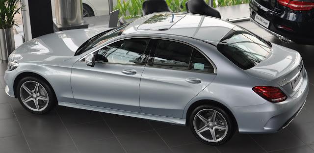 Thiết kế ngoại thất Mercedes C300 AMG bắt mắt đậm chất thể thao