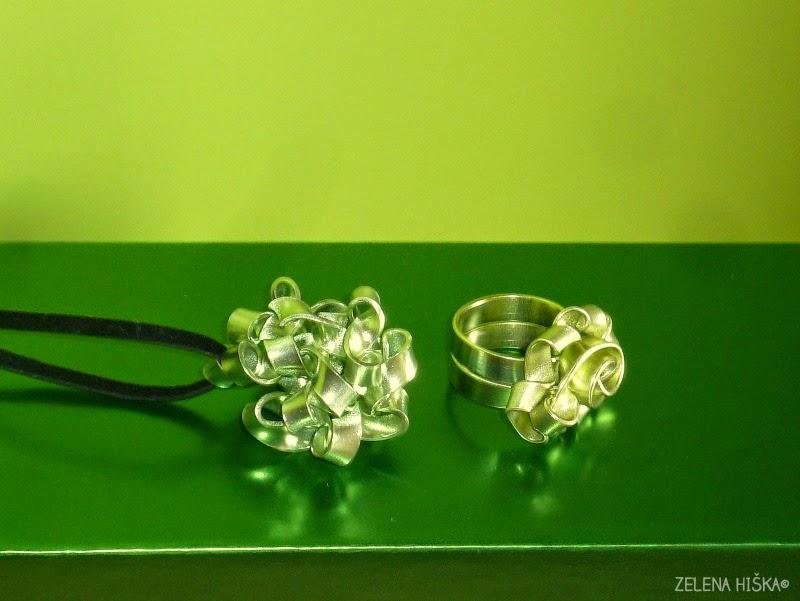 prstan in obesek za ogrlico