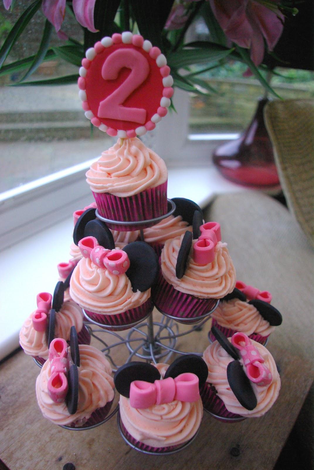 Sloppyjoe Baking Minnie Mouse Cupcakes