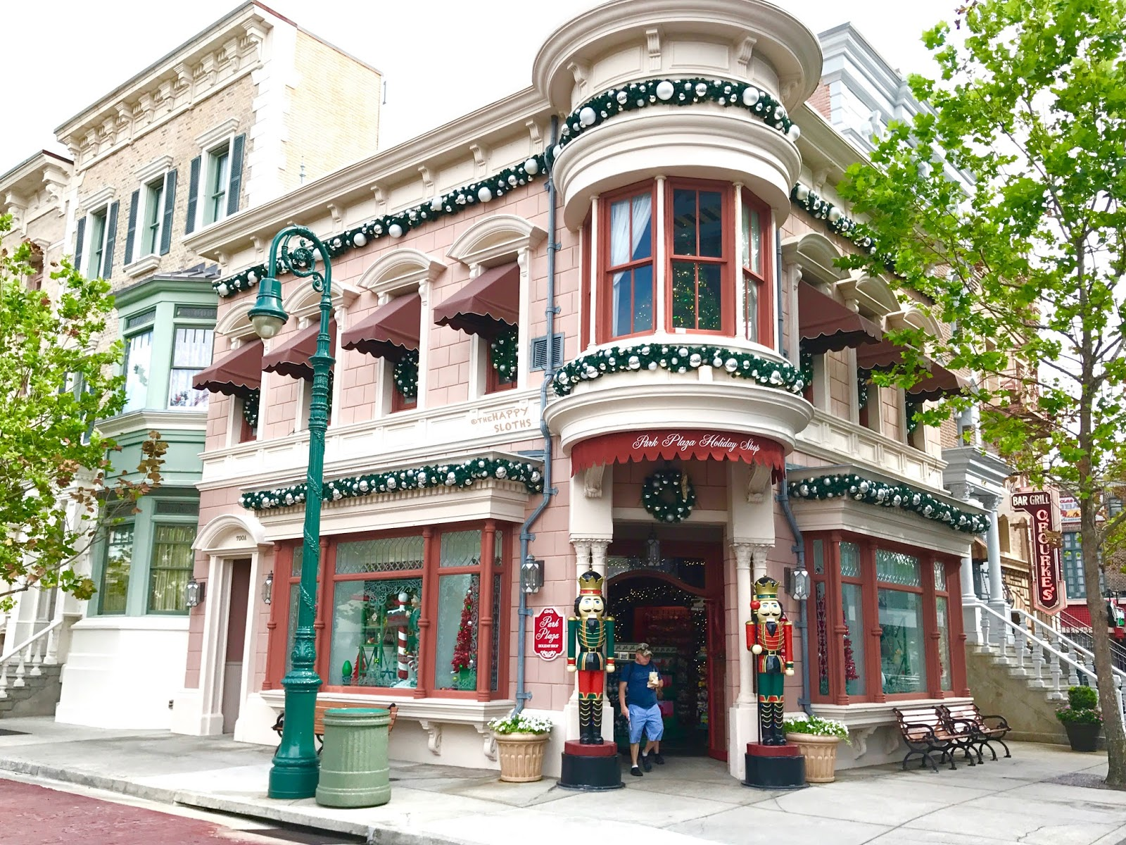 Universal Studios Florida | Park Plaza Holiday Shop