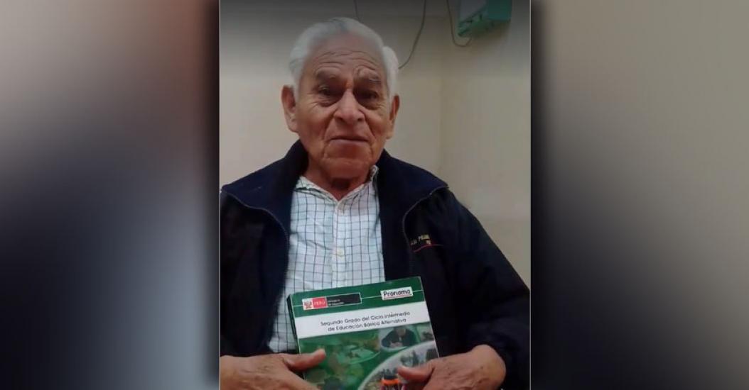 AMBROSIO MALPARTIDA: Conoce la conmovedora historia de un anciano de 80 años que está a punto de graduarse