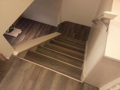 lắp sàn nhựa cho cầu thang